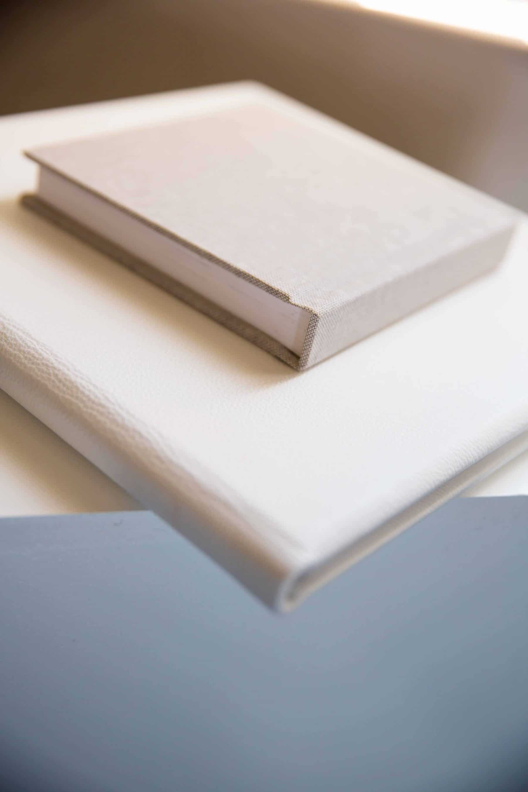 showing the different sizes of the wedding albums stock both small and large